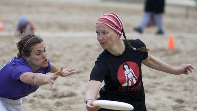 Kristina Medková na plážovém turnaji v Rimini. V roce 2004 zde měly Hot Beaches premiéru.