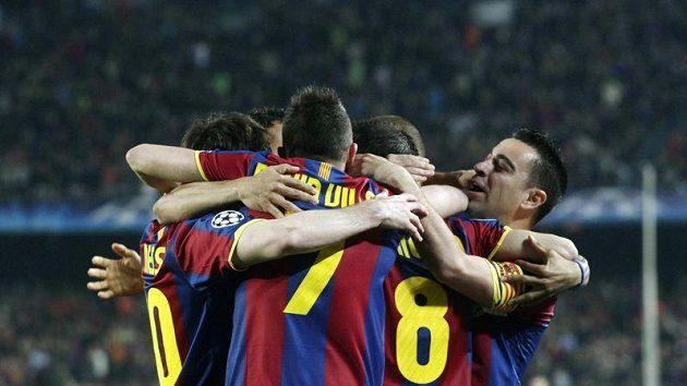 Radost fotbalistů Barcelony, kteří připravili Doněcku pětigólový výprask.