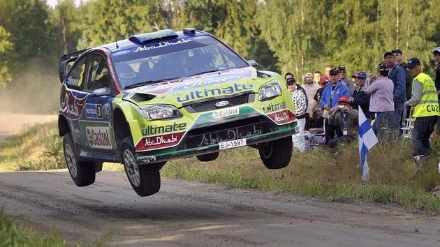 Finský pilot Mikko Hirvonen s Fordem během Finské rallye