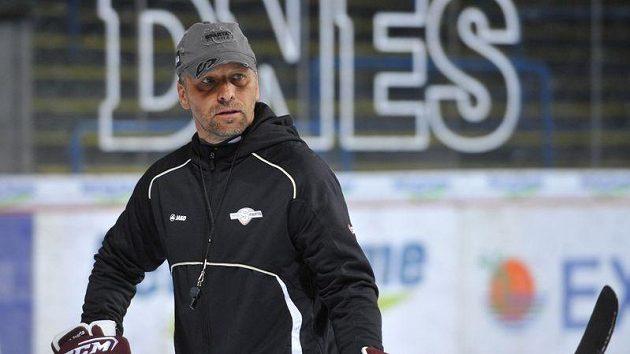 Trenér Sparty Josef Jandač může být spokojený, jeho tým je první v extralize.