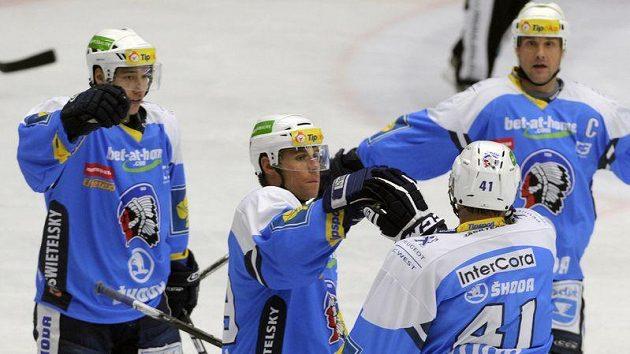 Hokejisté Plzně se radují z gólu. Zprava Martin Straka, Jiří Marušák a Radek Duda.