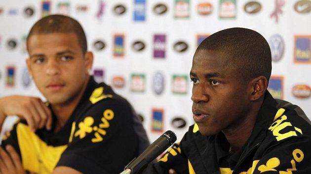 Ramires (vpravo) na tiskové konferenci na mistrovství světa v JAR.
