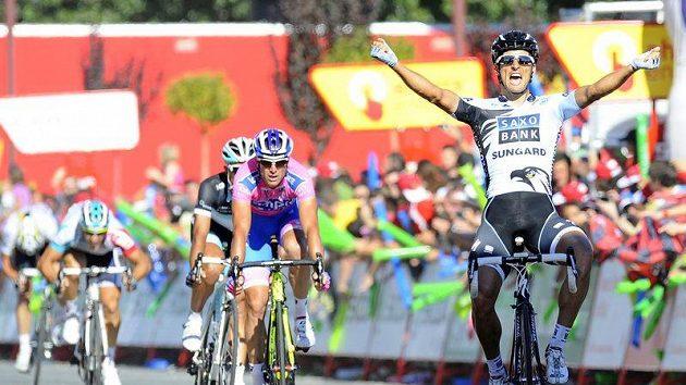 Argentinec Juan José Haedo slaví triumf v 16. etapě Vuelty.