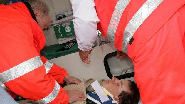Po nepříjemném pádu putoval Leopold König na vyšetření do nemocnice, ale v závodě mohl pokračovat.