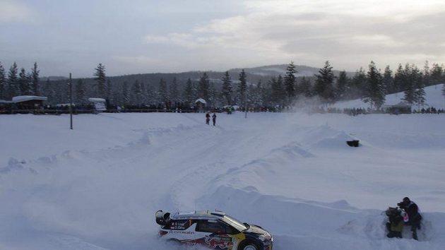 Francouzský jezdec rallye Sebastian Loeb během Švédské rallye