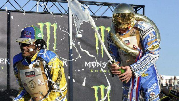 Vítěz Zlaté přilby Rune Holta z Polska (vpravo) a druhý Antonio Lindbäck ze Švédska.