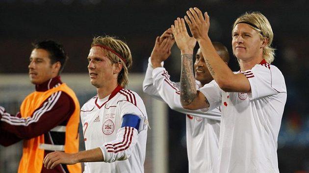 Radost fotbalistů Dánska po zápase s Kamerunem.