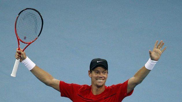 Tenista Tomáš Berdych se raduje z vítězství ve finále v Pekingu.