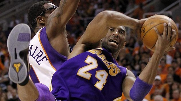 Lakers nepomohlo ani 36 bodů famózně hrajícího Kobe Bryanta (vpravo).