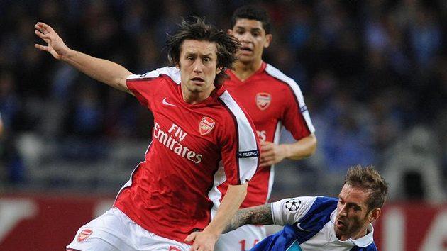 Tomáš Rosický si bude muset na trofej s Arsenalem počkat.