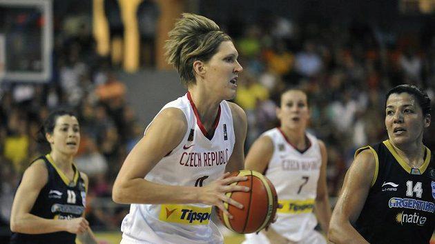 Česká basketbalistka Jana Veselá v utkání MS v Brně proti Argentině.