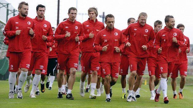 Fotbalisté Slavie během tréninku v Edenu
