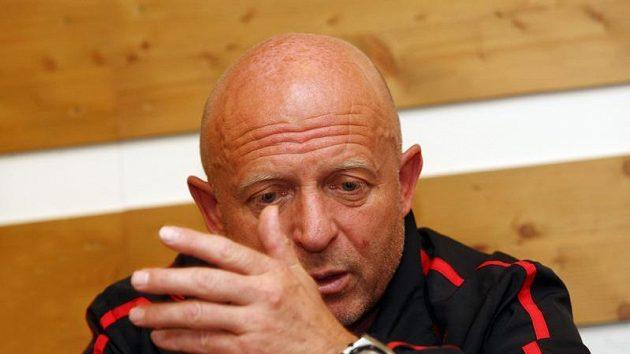 Trenéra Slavie Karla Jarolíma prohra v Brně hodně rozladila.