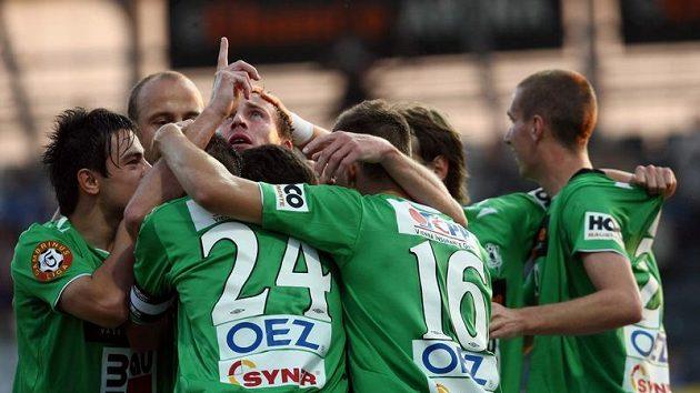 Hráči Jablonce oslavují branku (ilustrační foto)