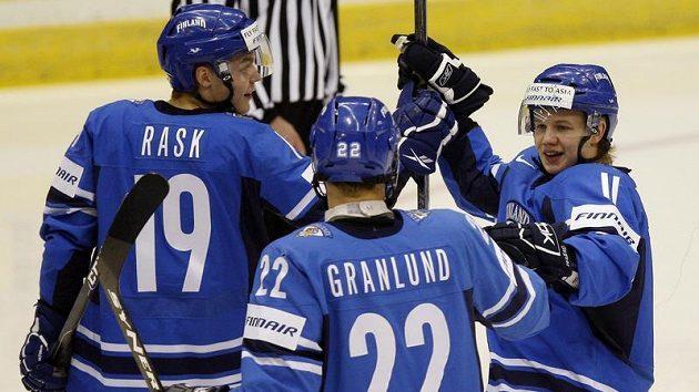 Radost hokejistů Finska do 20 let z branky.