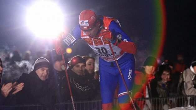Lukáš Bauer během sprintu na Strahově při seriálu Tour de Ski.