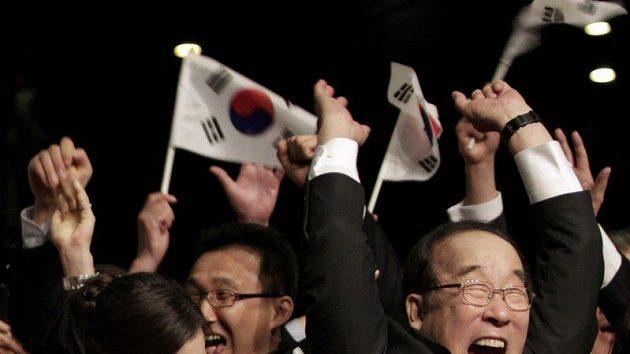 Euforie korejské výpravy na kongresu MOV v Durbanu. Pchjongčchang právě získal zimní olympiádu v roce 2018.