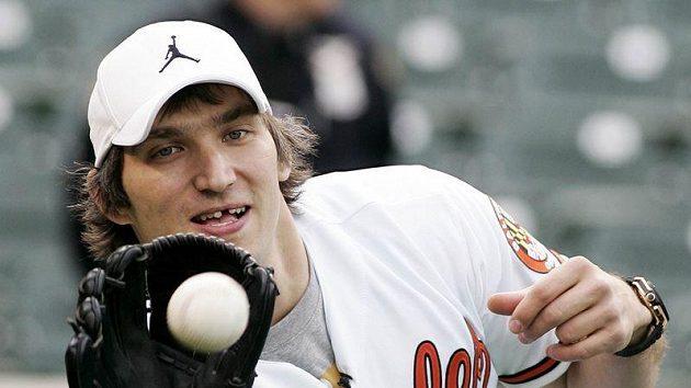 Alexandr Ovečkin zahajoval baseballový zápas v Baltimoru