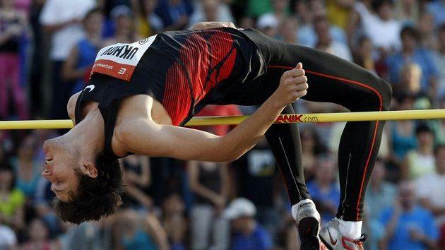 Ruský výškař Uchov skákal i na Zlaté tretře v Ostravě.