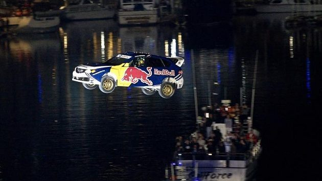 Travis Pastrana při rekordním skoku