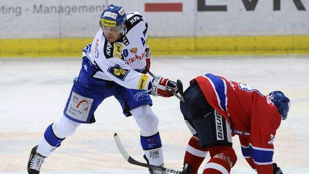 Hokejový útočník Brna Petr Hubáček