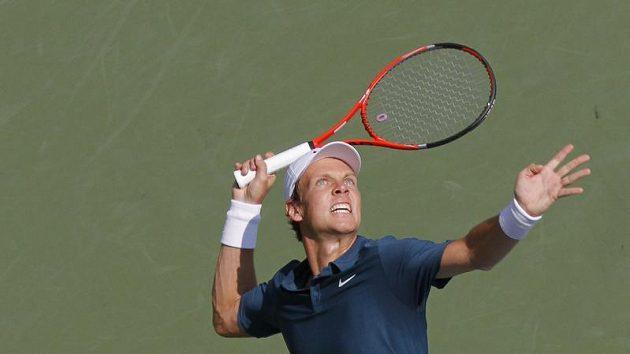 Český tenista Tomáš Berdych servíruje v utkání 1. kola US Open
