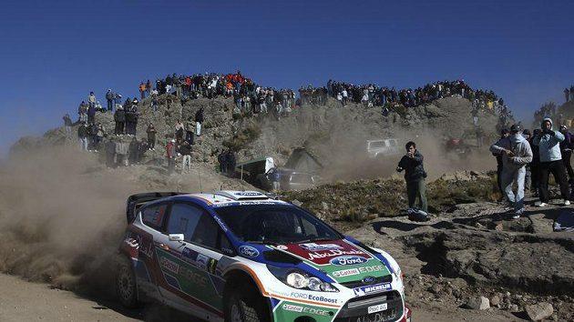 Fin Mikko Hirvonen s vozem Ford na trati Argentinské rallye.