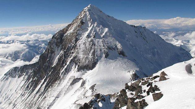 Mount Everest při pohledu z vrcholu Lhoce