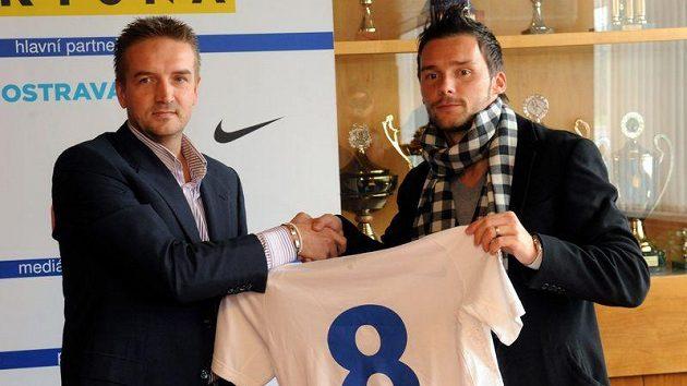 Majitel fotbalového Baníku Ostrava Tomáš Petera (vlevo) vítá zpátky v klubu Marka Jankulovského.