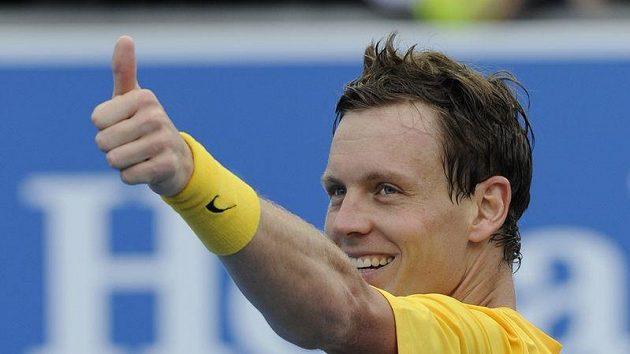 Tomáš Berdych oslavuje po vítězství nad Italem Crugnolou postup do 2. kola Australian Open.