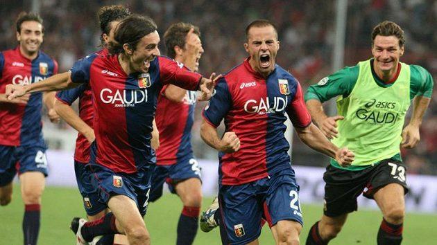 Fotbalisté Janova se radují z branky.