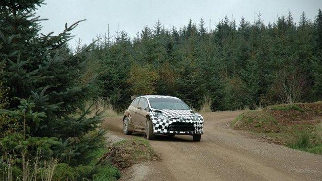 Nový Ford Fiesta S200 už má za sebou první stovky testovacích kilometrů na asfaltu i šotolině.