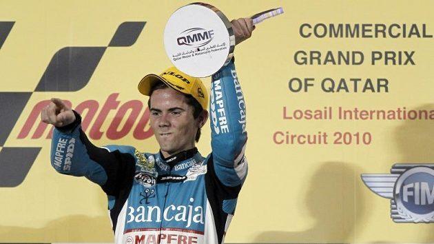 Prvním vítězem velké ceny v letošním mistrovství světa silničních motocyklů se stal v Kataru ve stopětadvacítkách Španěl Nicolas Terol.