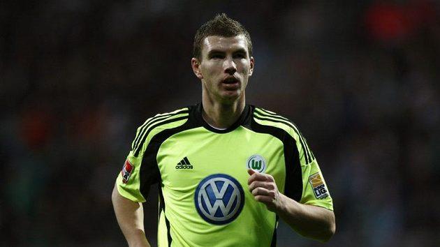 Edin Džeko se stěhuje z Wolfsburgu do Manchesteru City.