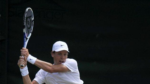 Tomáš Berdych během třetího kola Wimbledonu v utkání proti Paul-Henri Mathieuovi z Francie