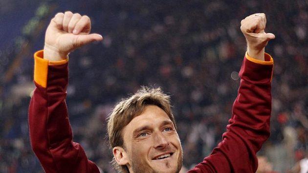 Útočník AS Řím Francesco Totti se raduje.