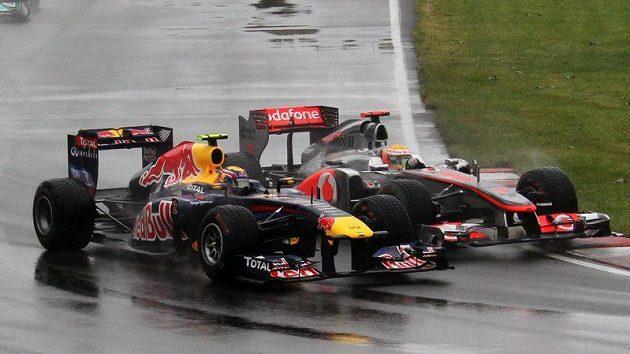 Už v samém úvodu Velké ceny Kanady se Lewis Hamilton po karambolu s Markem Webberem postaral o vzrušení a kritiku, která se na něho snesla. Po havárii s Buttonem jen vygradovala...