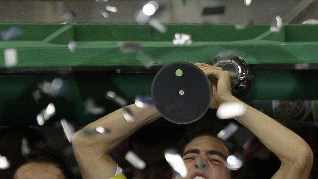 Mladí fotbalisté Mexika se radují z titulu.