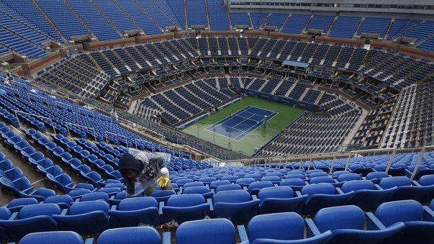Vylidněný kurt Arthura Ashe, kde se hraje US Open.