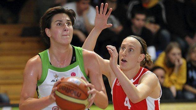 Romana Stehlíková z Brna (vlevo), proti ní Anke De Mondtová z Wisly . Ilustrační foto.