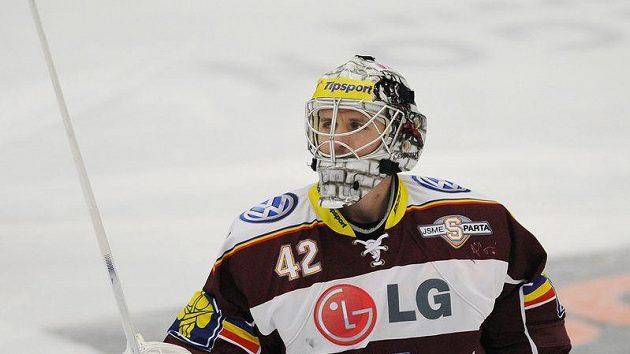 Brankář hokejistů Sparty Tomáš Pöpperle