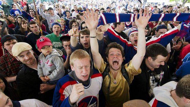 Winnipeg je zpátky v NHL a fanoušci slaví.
