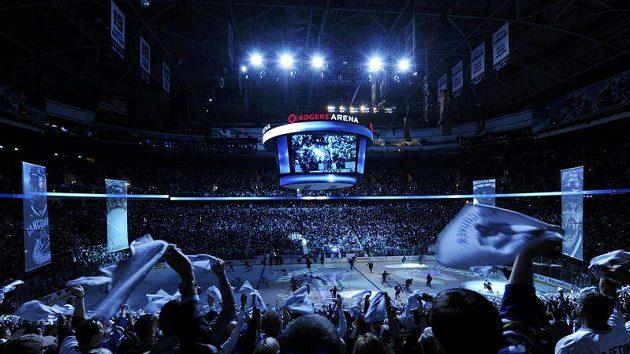 Sehnat lístek na první utkání Stanley Cupu mezi Vancouverem a Bostonem bylo nemožné.