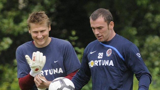 Brankáři Sparty Jaromír Blažek (vpravo) a Daniel Zítka na tréninku