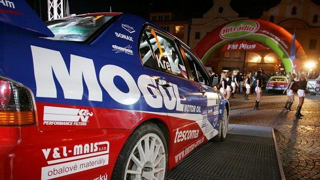 Mitsubishi Lancer EVO IX Romana Kresty při Rallye Šumava.