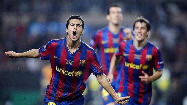 Pedro Rodríguez z Barcelony se raduje z branky do sítě Šachtaru Doněck.