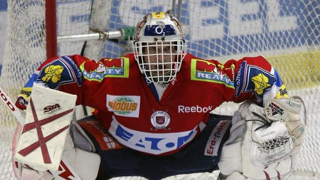 Úspěšná sezóna se brzy stane minulostí, teď musí Dominik Hašek přemýšlet, zda bude pardubický dres oblékat i v té příští.