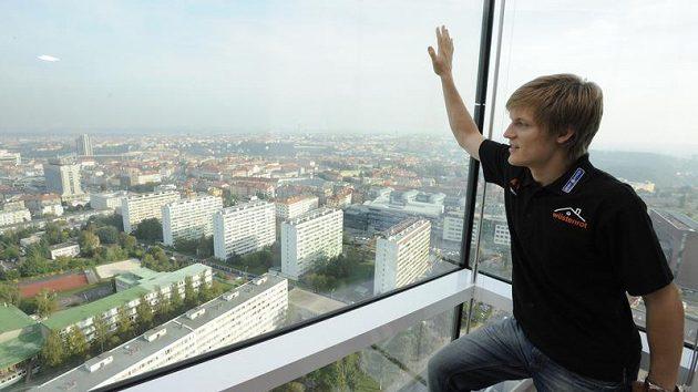 Krasobruslař Tomáš Verner v Praze po tiskové konferenci před odletem do Kanady