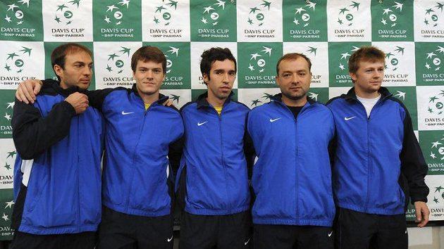 Tenisté Kazachstánu se chystají na duel s Českou repubublikou. Na snímku zleva jsou členové týmu Jurij Ščukin, Jevgenij Koroljov, Michail Kukuškin, nehrající kapitán Jegor Šaldunov, Andrej Golubjov.