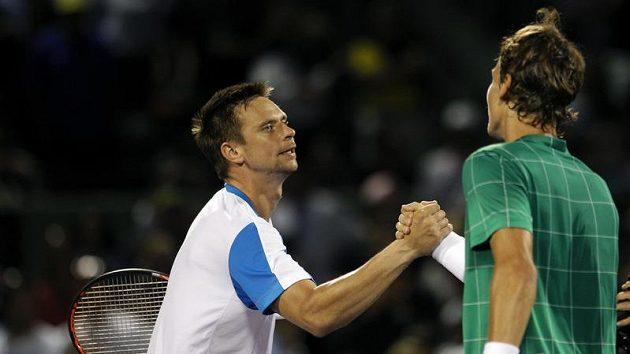 Robin Söderling (vlevo) gratuluje Tomáši Berdychovi k výhře - archivní foto.